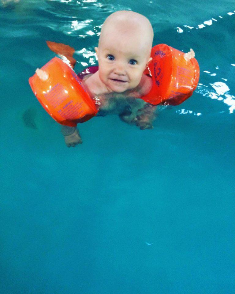 Плавать или нет в ластах. Мнение родителей и инструкторов.